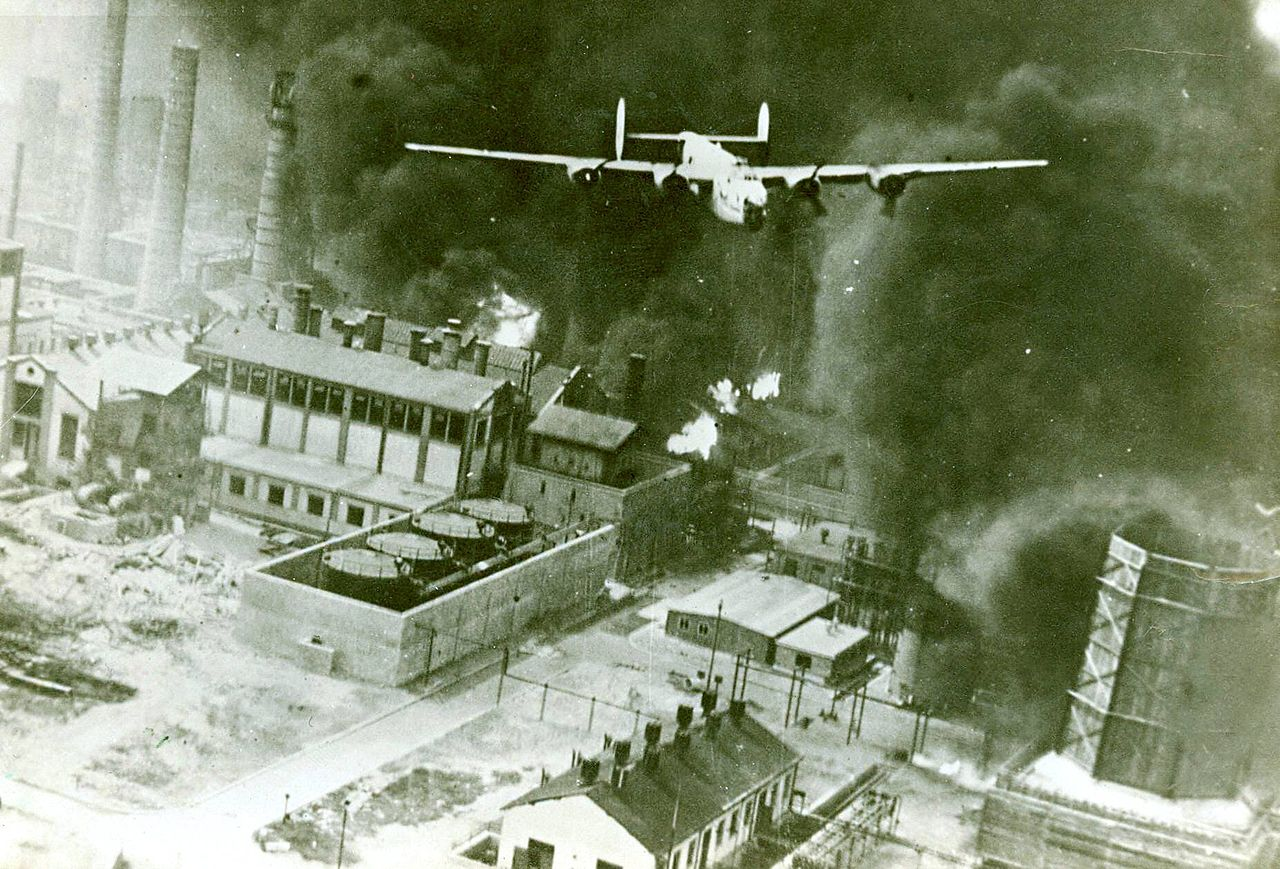 B-24 flies over Ploesti, 1943