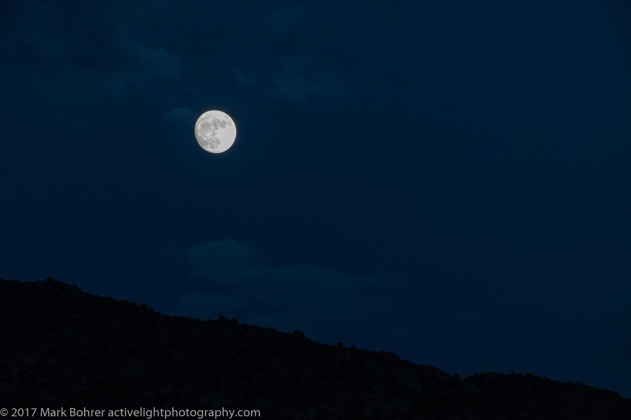 Moonrise sans clouds