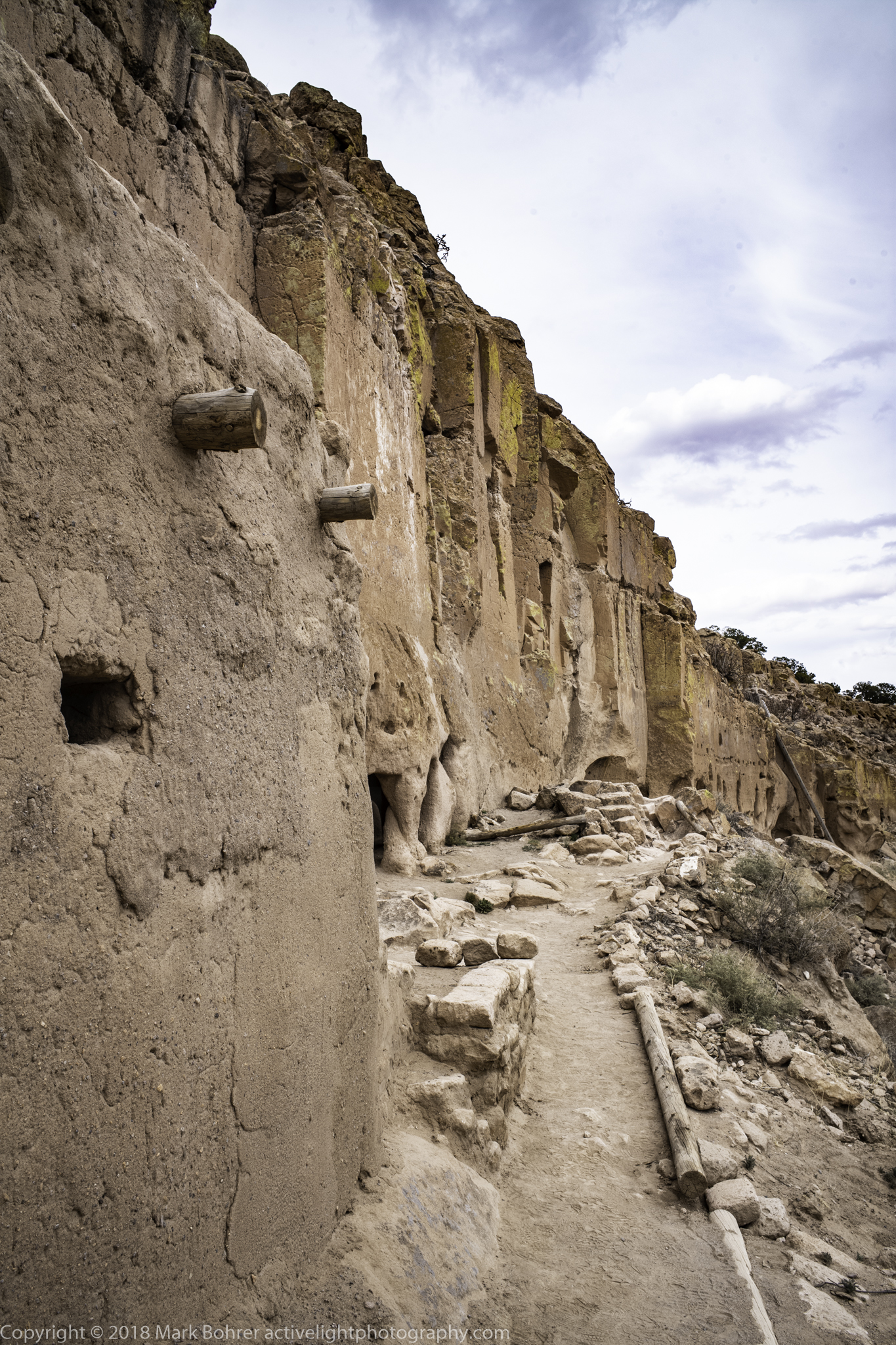 Puye - Caves and room-blocks on the ridge